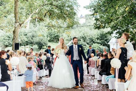 Moderne Sissi-Hochzeit in Bad Liebenstein • Anja + Gregor