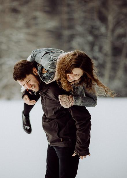 Lovestory im Schnee ↟ Wintershooting in Thüringen