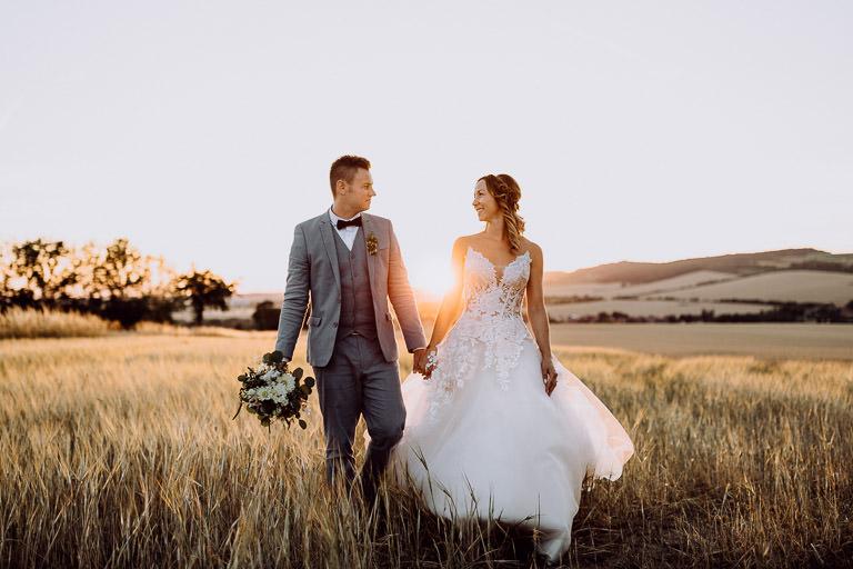 Vintage Hochzeit mit freier Trauung in der Maloca auf Schloss Auerstedt