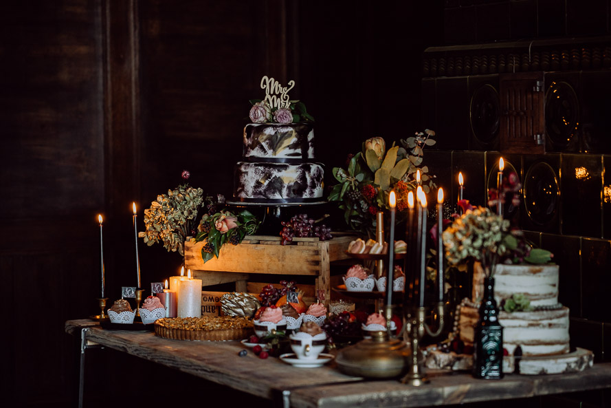 hochzeitsfotograf thueringen dark vintage candy table